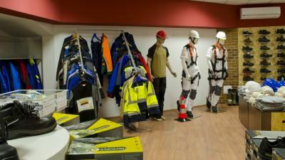 Etaj dedicat echipamentelor pentru protecția munci