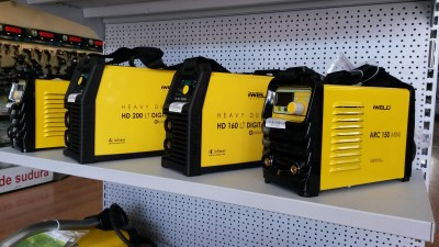 Stand echipamente de sudură în showroom Metatools