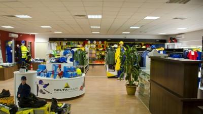 Etaj dedicat echipamentelor pentru protecția muncii