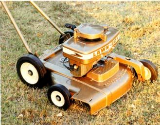 Mașină de tuns iarba anii 50