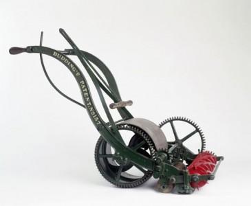 Mașină de tuns iarba 1832